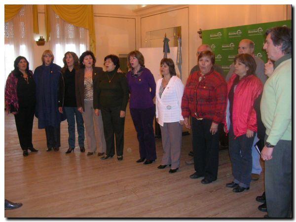 coro-alta-mira-cantando-22-09-09